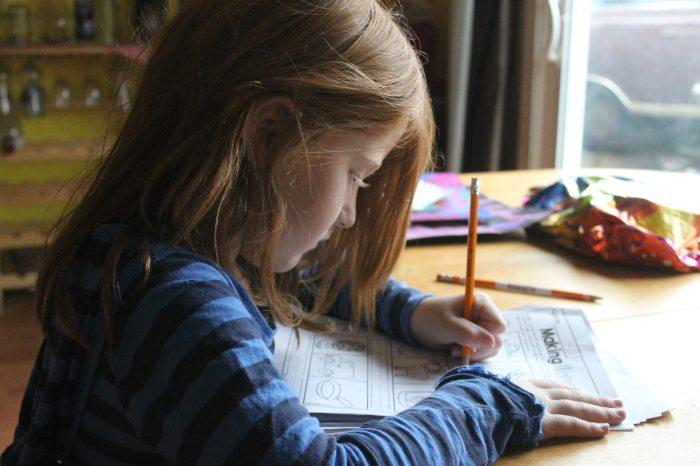 child-girl-homework-1001675